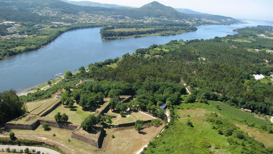 El proyecto contempla conectar con un puente peatonal y para ciclistas la fortaleza de Goián con O Castelinho de Vilanova de Cerveira. // Eva González