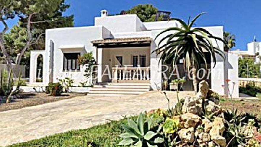588.000 € Venta de casa en CALA D'OR (Santanyí) 732 m2, 3 habitaciones, 2 baños, 1 aseo, 803 €/m2...
