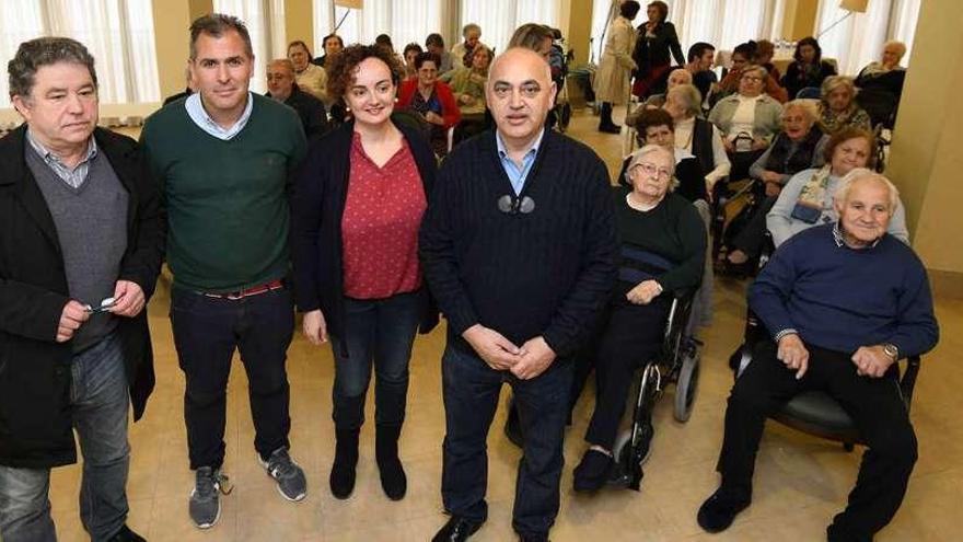 Lores, Domínguez y Fernández debaten para los usuarios de una residencia de mayores