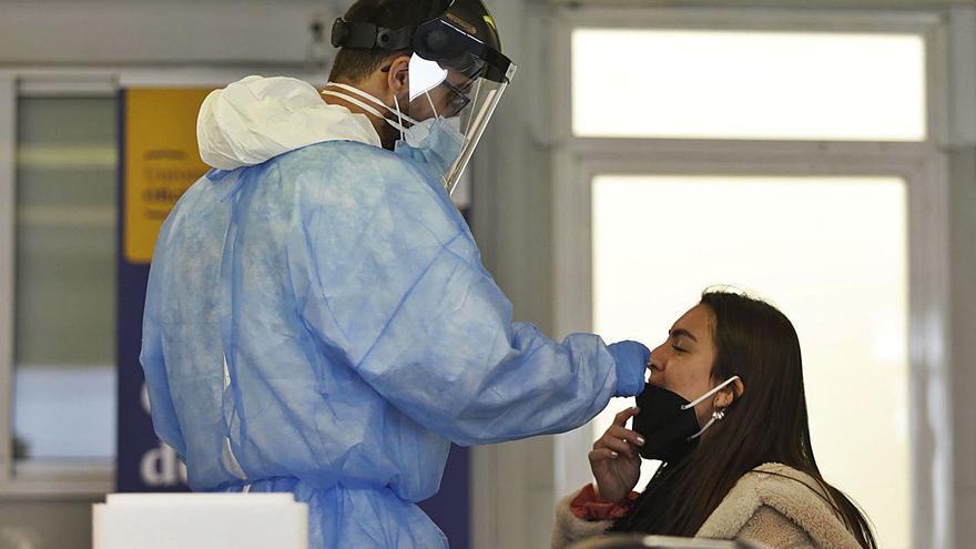 Salut recuperarà les proves als contactes estrets de persones amb covid-19