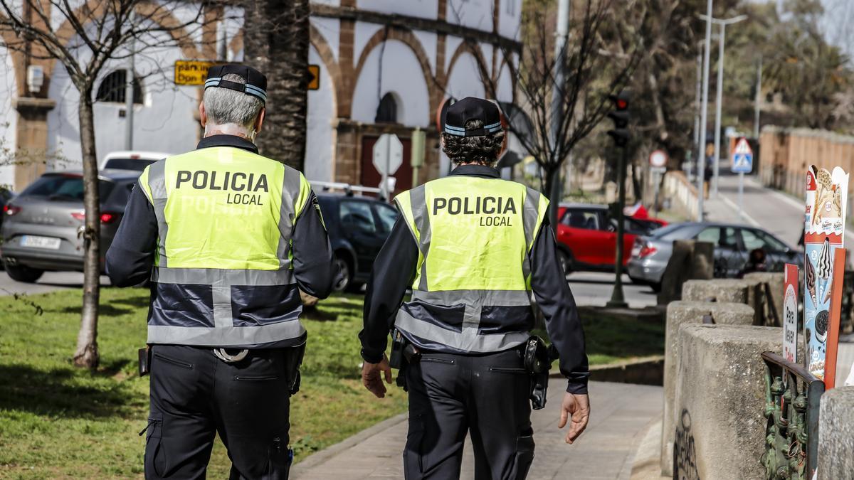 Policía en las calles de Cáceres.