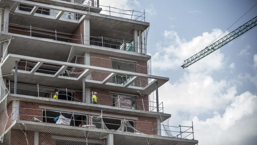 La vivienda de obra nueva acusa el impacto de la pandemia y reduce un 55% su actividad