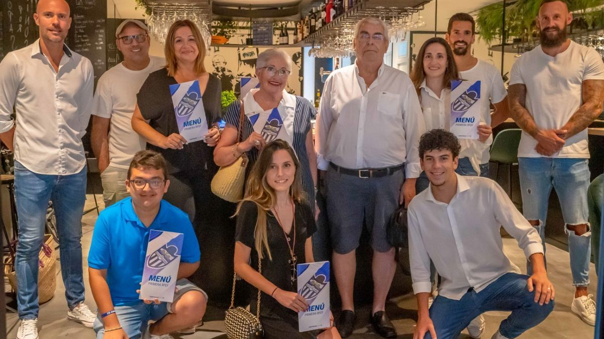 Protagonistas de la nueva campaña de abonados del Atlético Baleares.