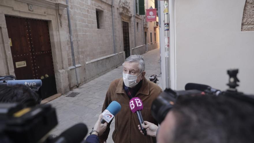 El obispo de Mallorca, Sebastià Taltavull, se pone la segunda dosis de la vacuna
