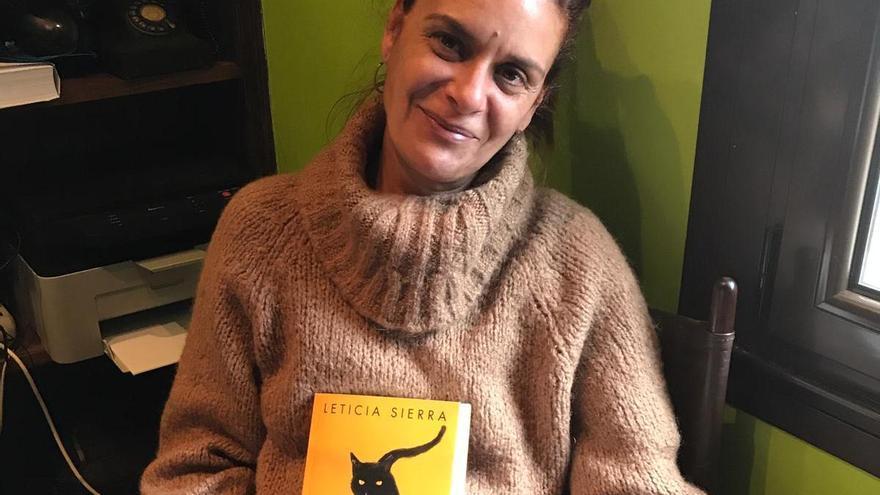 """Leticia Sierra: """"Ya estoy escribiendo otra novela, con los mismos personajes y centrada en Asturias"""""""