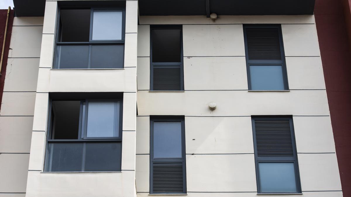 Las viviendas adquiridas evitarían ocupaciones, como la de la calle de la Reina