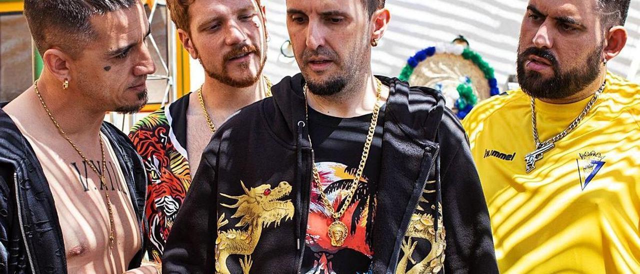 Julián  López, segundo por la derecha,  en una escena de la película.