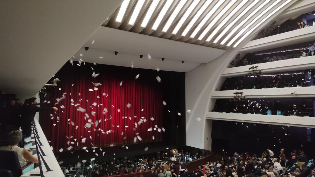 La protesta del Cor tras la representación de la ópera en Les Arts.