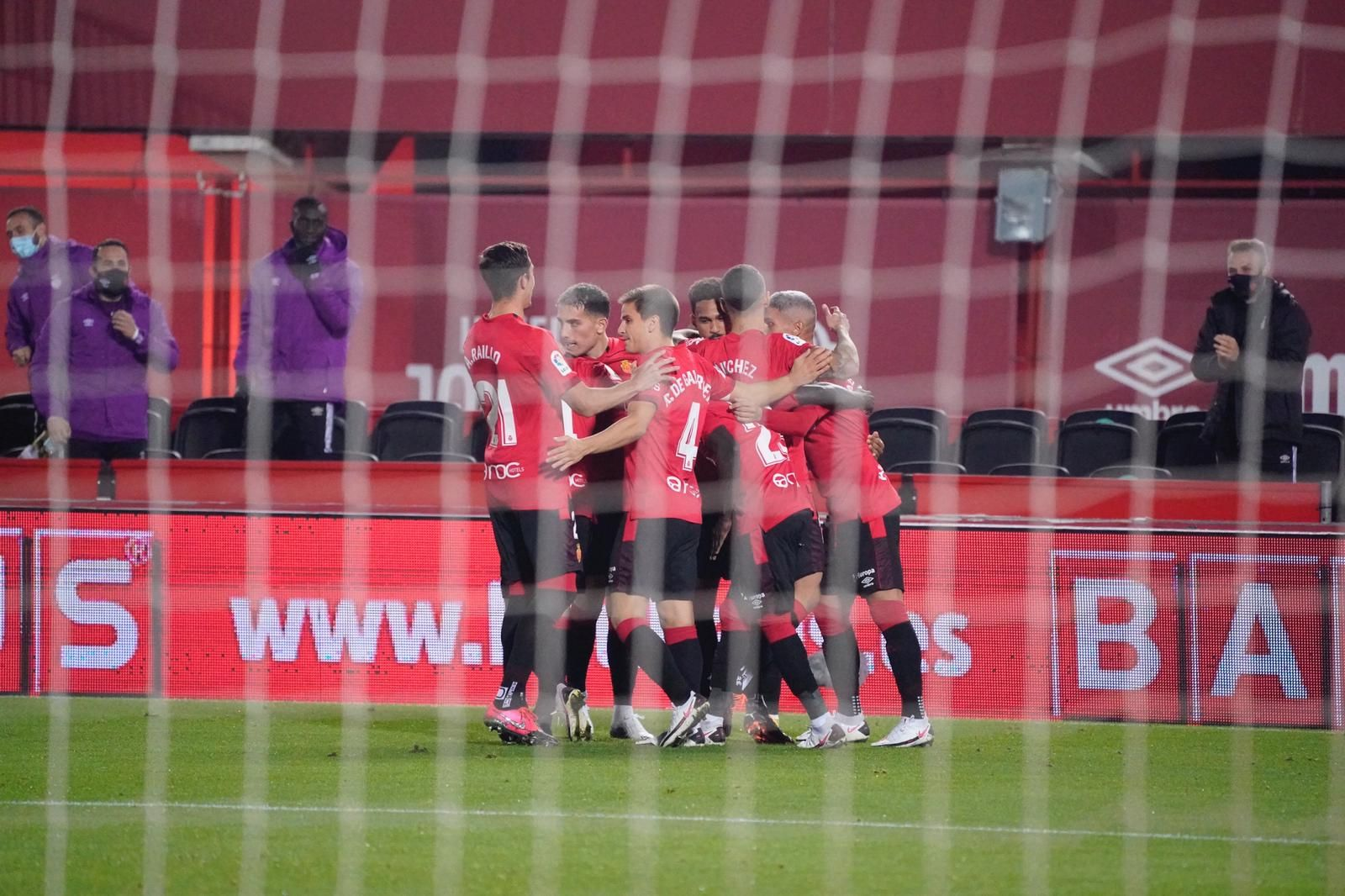 El Mallorca golea al Logroñés y se afianza en el liderato (4-0)