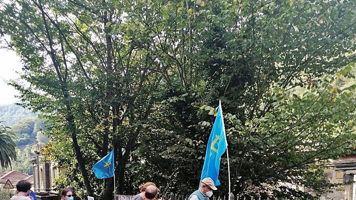 Participantes en la sextaferia de Bustiello.