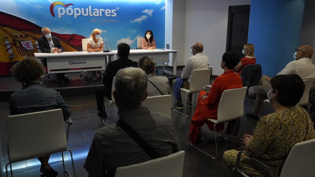 Reunión de los dirigentes populares con los representantes de las entidades del Tercer Sector de Zamora