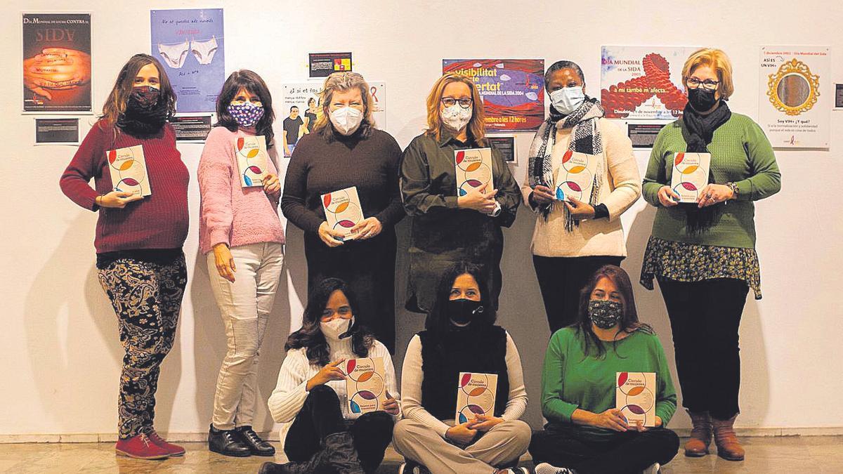 Un llibre per a lograr l'apoderament de  les dones migrants