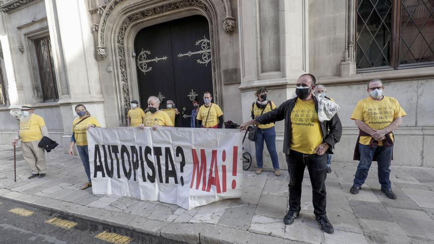 """Los ecologistas acusan al Consell de """"mentira y estafa"""" con la autopista de Campos y señalan a Més y Podemos como """"cómplices del engaño"""""""