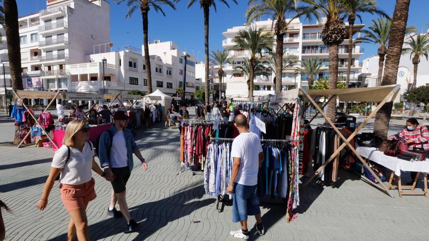 Moda, calzado y complementos a precio de ganga en la Feria de Estocs
