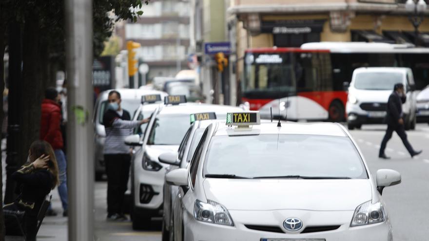 Los taxistas piden reorganizar las paradas para adaptarlas a la nueva demanda