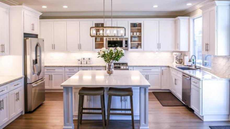 La 'fantástica' piedra desengrasante para dejar reluciente la cocina
