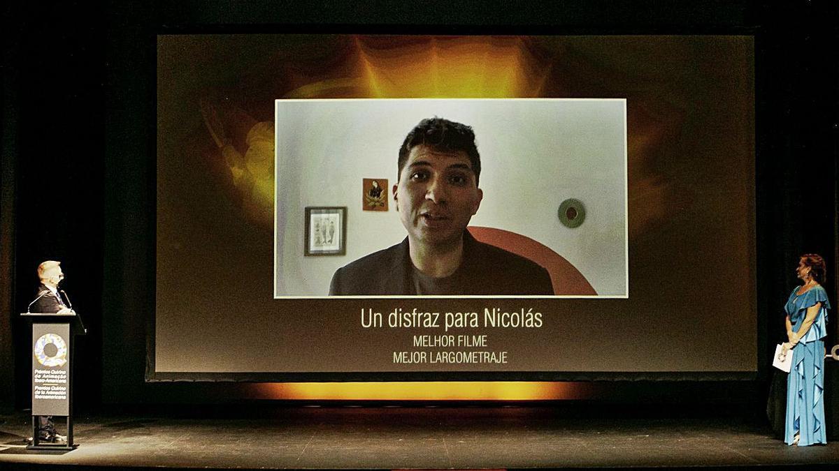 Eduardo Rivero, director de Un disfraz para Nicolás, en una videollamada ayer en la gala de entrega de los Premios Quirino.     E.D.