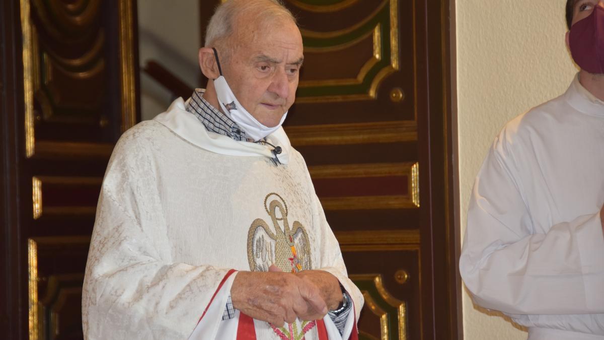 Mossèn Ramon Barniol durant la missa de la Gala de Queralt del 2020