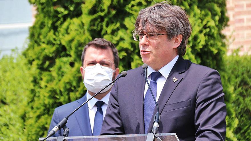 La policia italiana deté Puigdemont en baixar de l'avió a l'aeroport de l'Alguer