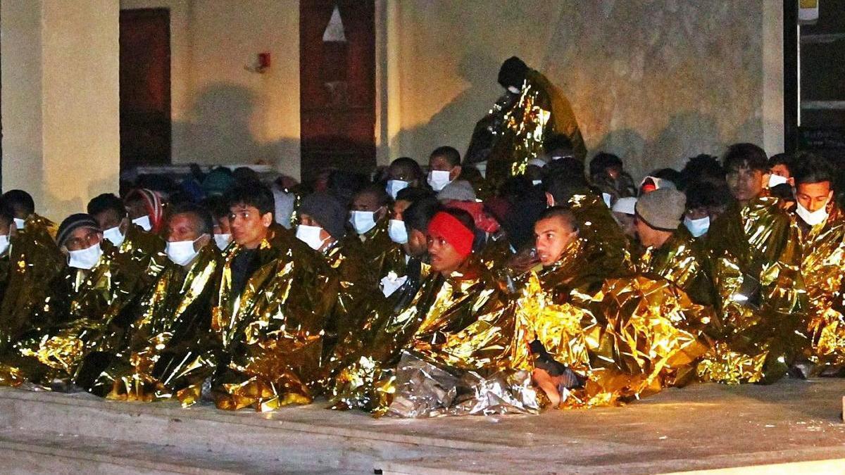 Arriben 2.000 migrants  en 24 hores a Lampedusa