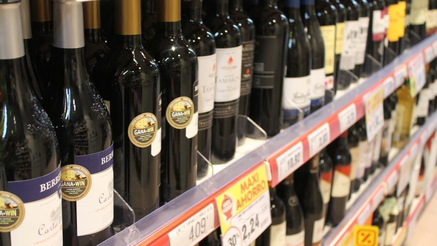 Tres jóvenes roban casi mil euros en bebidas alcohólicas