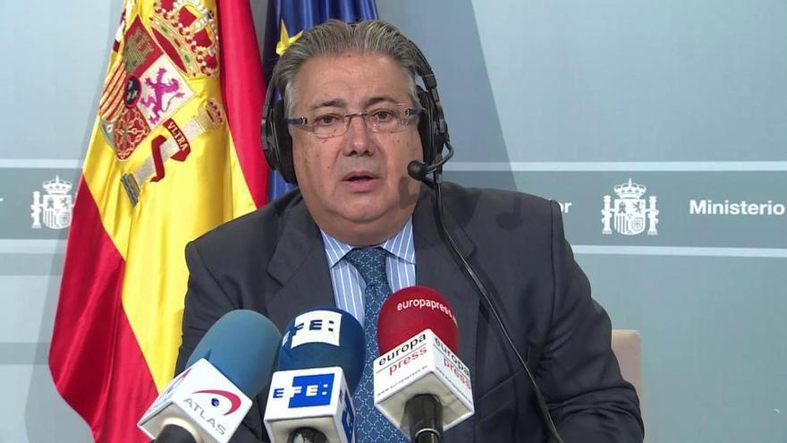 """Zoido, a Puigdemont: """"No caben ambigüedades en su respuesta"""""""