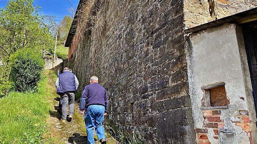 San Martín reparará el muro de El Corralón con la ayuda del Principado