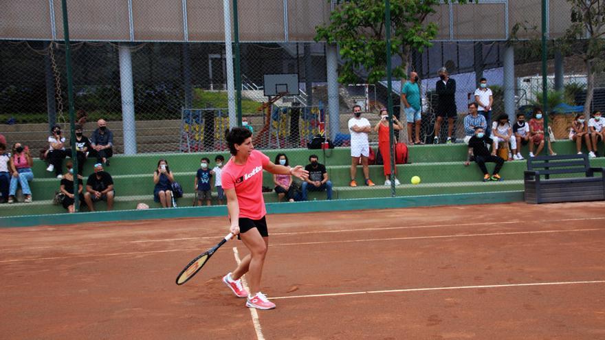 Carla Suárez inaugura las nuevas pistas de tenis de Las Rehoyas
