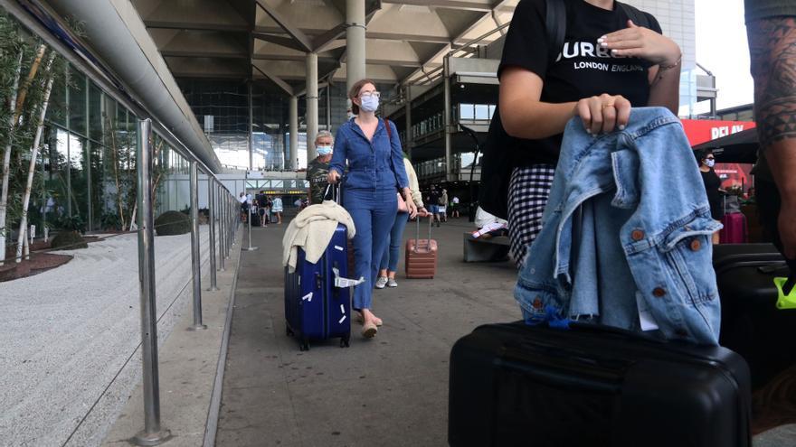"""Los rent a car critican las """"dificultades"""" para recoger y entregar vehículos por los cambios en el aeropuerto de Málaga"""