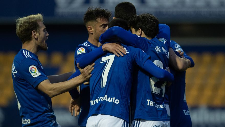 Blanco Leschuk rompe su sequía de goles para dar un importante punto al Oviedo