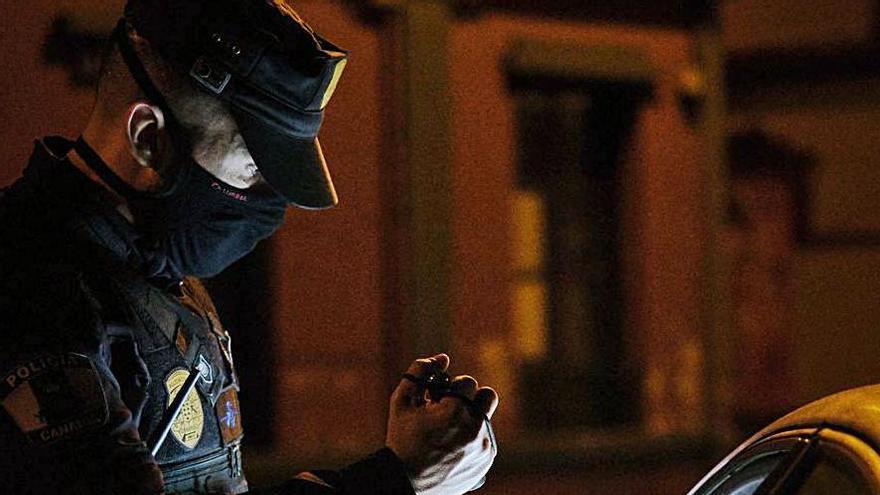 Control de la Policía Local de Santa Cruz en Nochevieja.