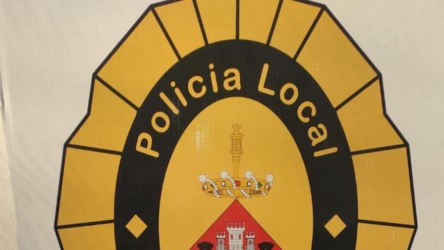 Detingut per robar en botigues del centre de Palafrugell trencant vidres de l'aparador