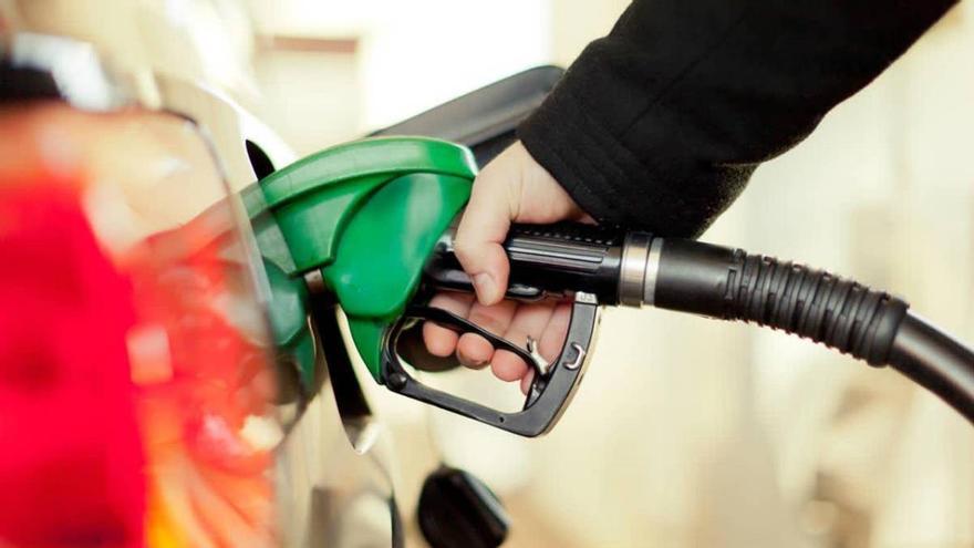 El precio de la gasolina sube y alcanza niveles previos a la pandemia