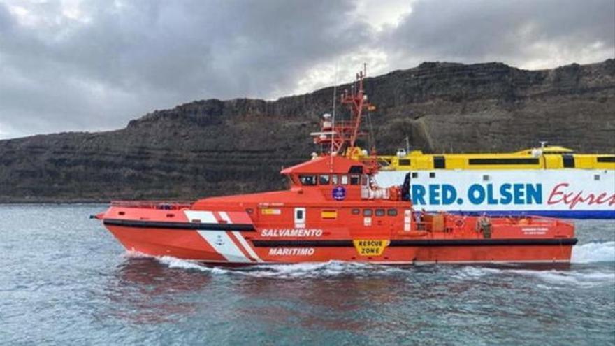Evacuados los pasajeros del catamarán de Fred Olsen al muelle de Agaete