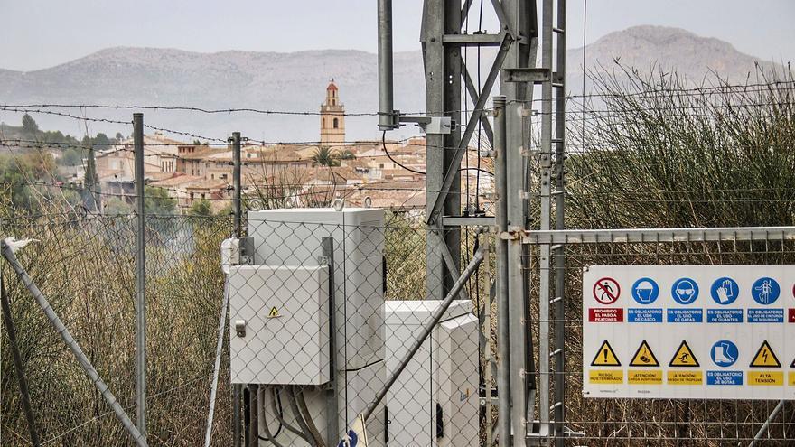 El municipio de Benillup  tiene una antena para un solo operador.  juani ruz | INFORMACIÓN