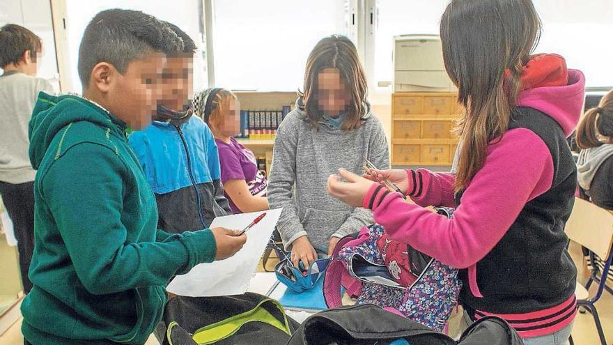 El programa de lucha contra el acoso y el fracaso escolar se extiende a los colegios