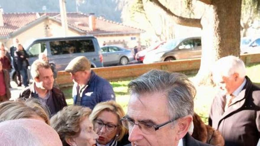 Laviana despide al padre del senador Ovidio Sánchez, muy arropado