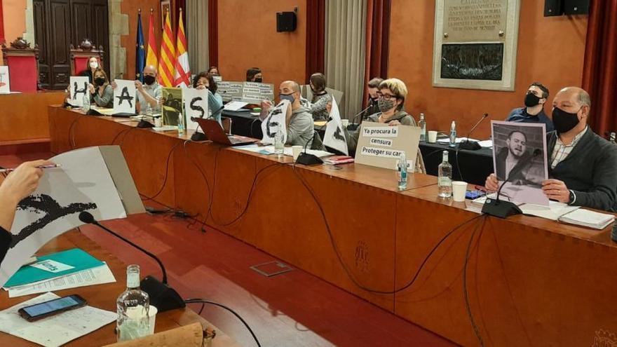 Acció de suport d'ERC, Junts i Fem a Pablo Hasél al ple de Manresa