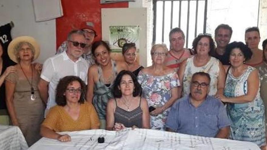 González Sinde visita de incógnito el Cabanyal y reivindica su regeneración