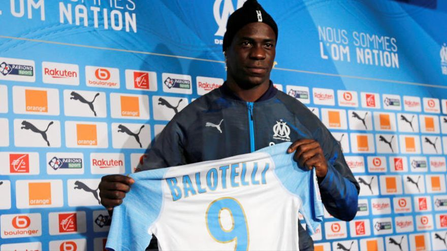 Balotelli firma con el Olympique de Marsella hasta final de temporada