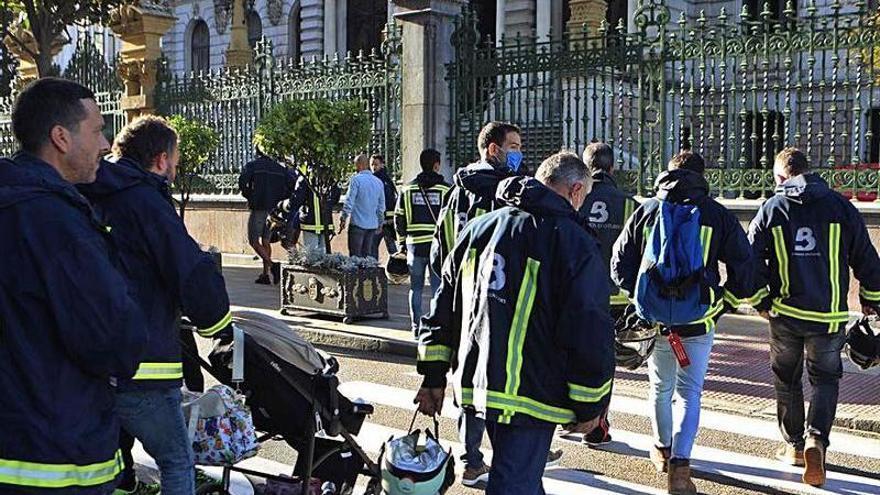 """Los bomberos claman por la regulación legal del servicio: """"La descoordinación es total"""""""