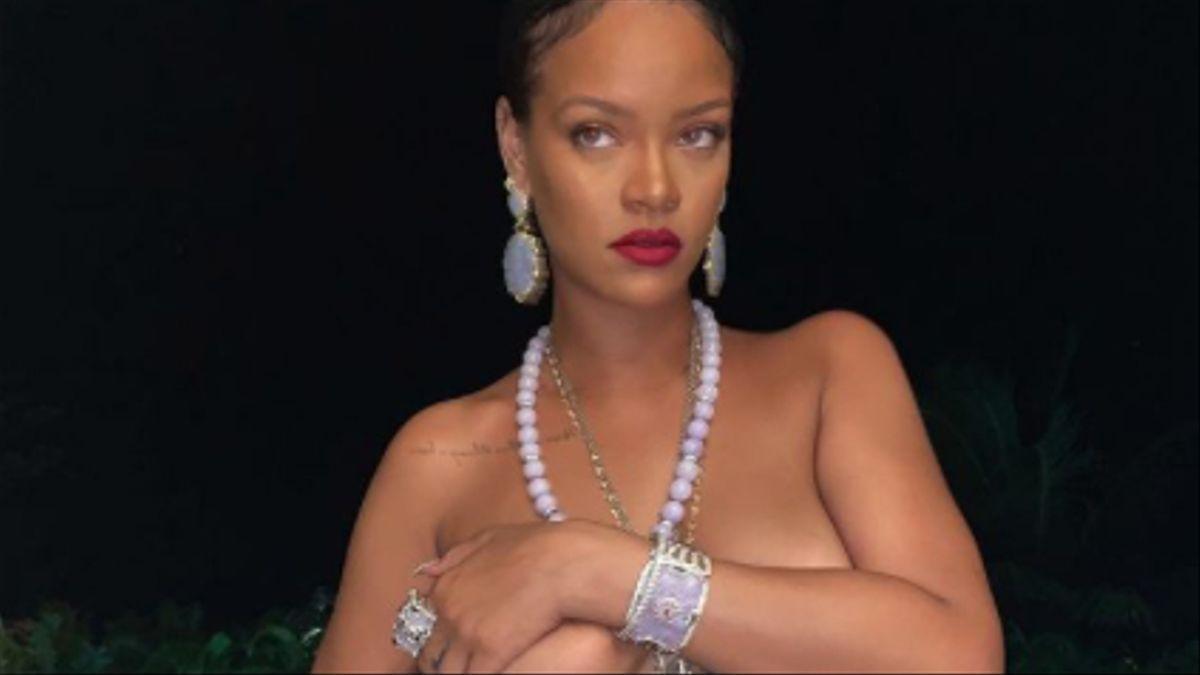 Rihanna desafía a Instagram solo con un bóxer y muchas joyas