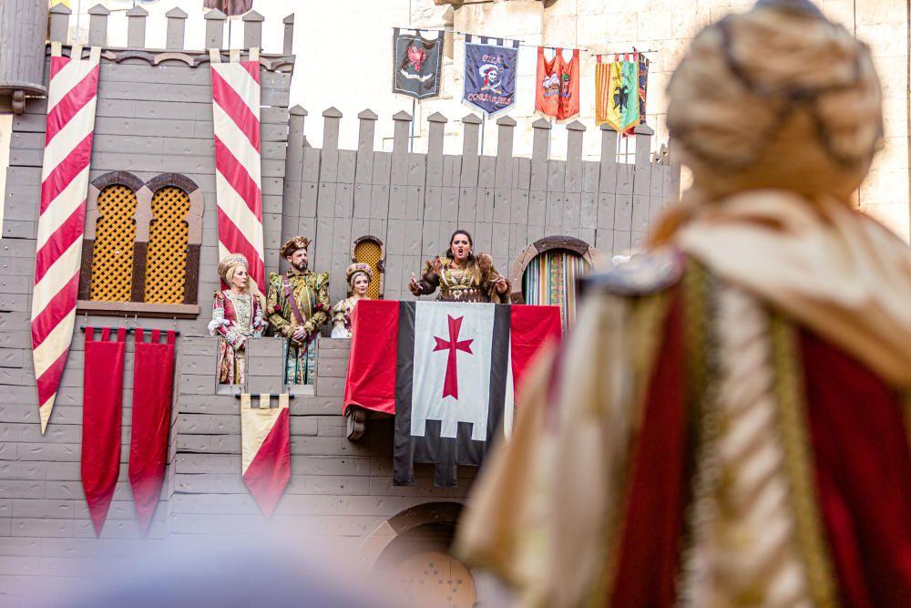 Las huestes moras se hacen con el castillo tras una dura batalla en la que las tropas cristianas defendieron la villa con los arcabuces.