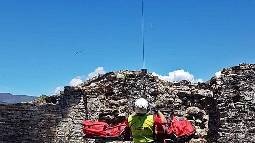 Un herido tras sufrir una caída de 6 metros en el castillo de Sarracín (León)