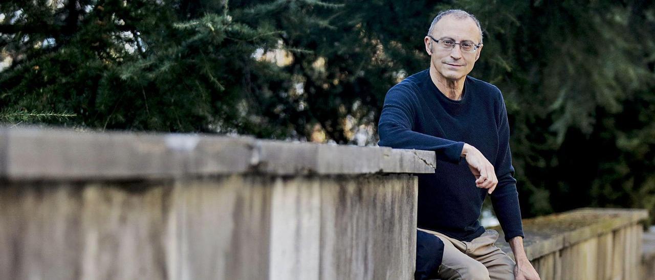El músico, empresario y afinador de pianos Jesús A. Arévalo, en Oviedo.   JULIÁN RUS