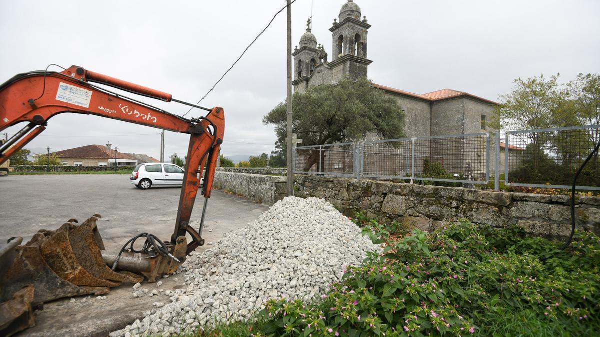 Obras en el entorno de la iglesia de Salcedo