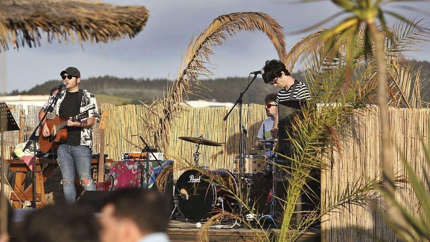 El Principado amplía la temporada de chiringuitos de playa: podrán estar abiertos hasta el 31 de octubre