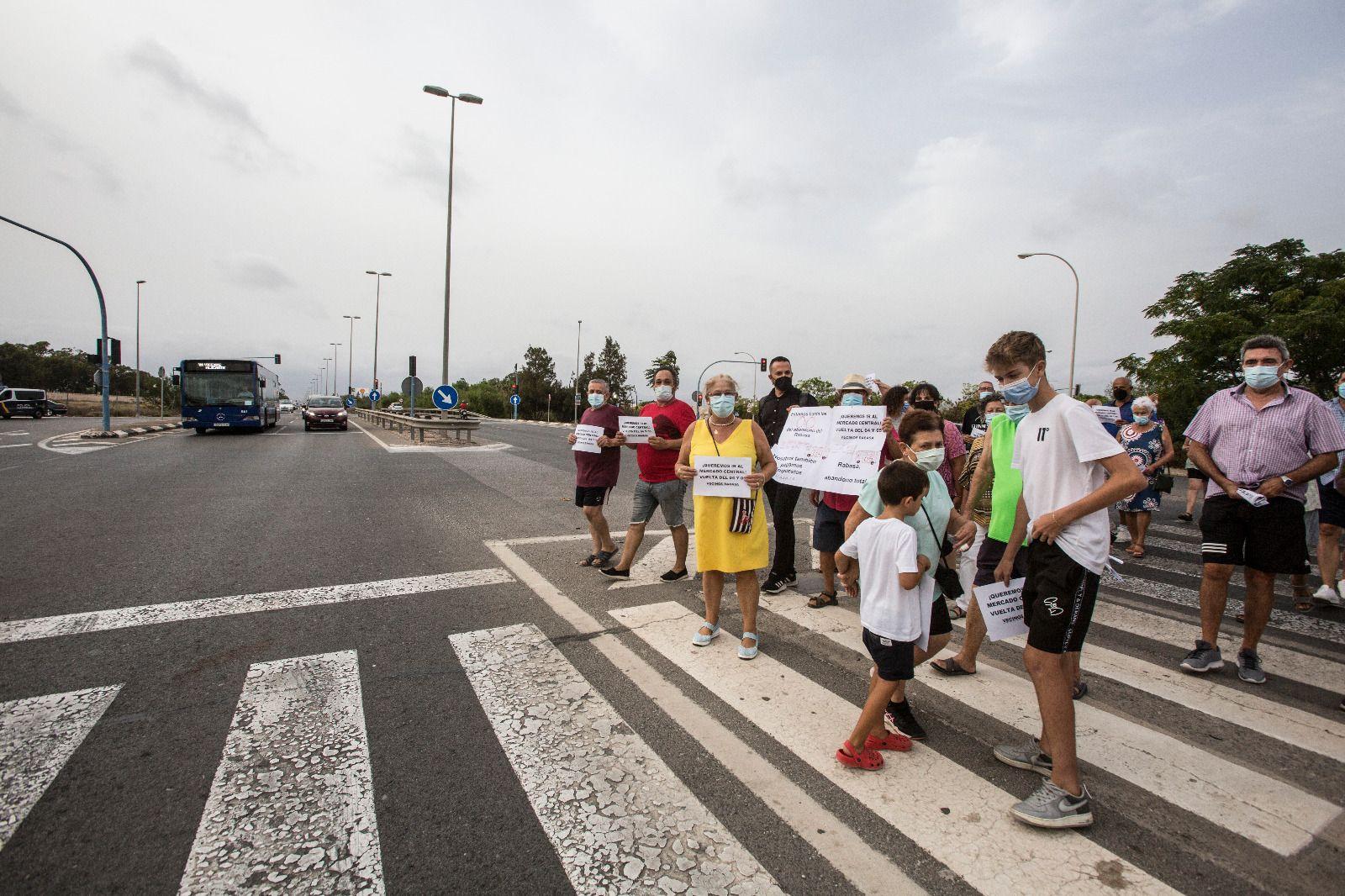 Vecinos de Rabasa protestan para que vuelva la linea 5 del autobus