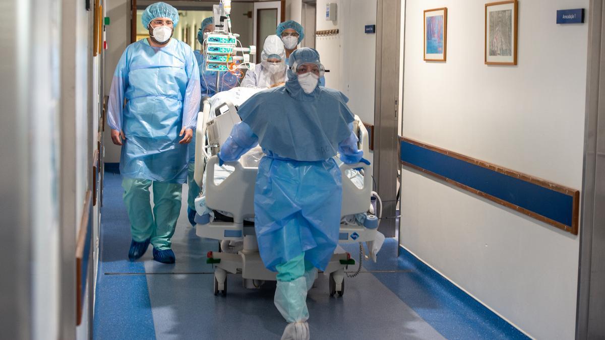 Personal sanitario en un hospital de Portugal.