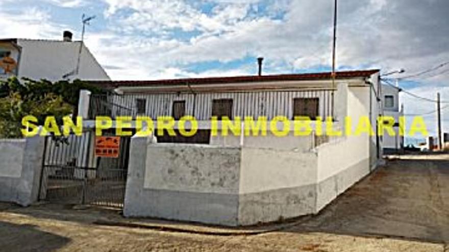 70.000 € Venta de casa en Carbajo 225 m2, 3 habitaciones, 1 baño, 311 €/m2...